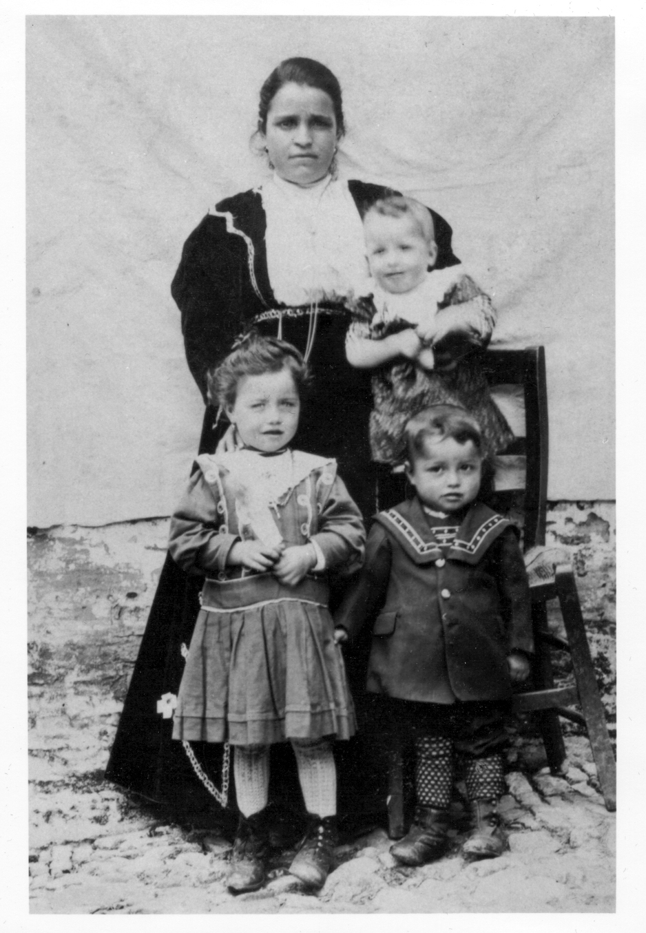 Maria Arcangela Sforza holding Vincenzo, Maria Nicola and Raffaele Minelli